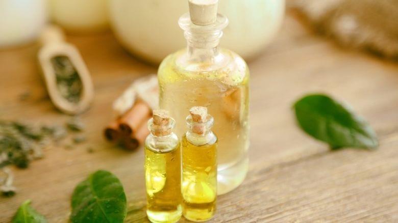 Olio di te tree:Ottimo contro psoriasi, funghi, herpes labiale e acne.