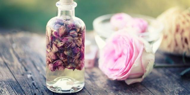 Photo of Acqua di rose: Un prodotto perfetto per la pelle del viso