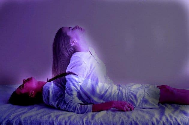 Photo of Interpretazione dei sogni: Ecco cosa significa se sogni di non riuscire a parlare