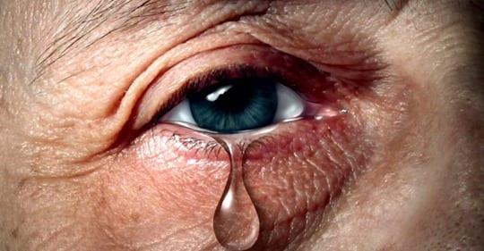 Photo of 9 Cambiamenti Emotivi Che Affrontiamo Quando Un Genitore Muore