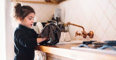 Photo of Bambini: Se aiutano in casa saranno adulti di successo