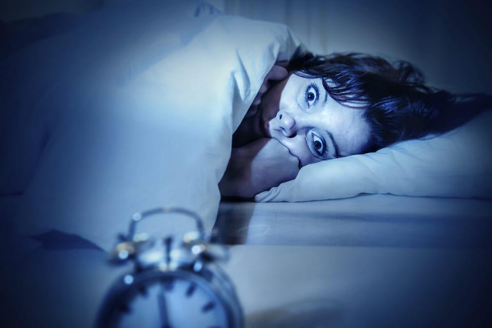 Photo of Paralisi del sonno: Ti è mai successo di svegliarti con la sensazione di essere bloccato?