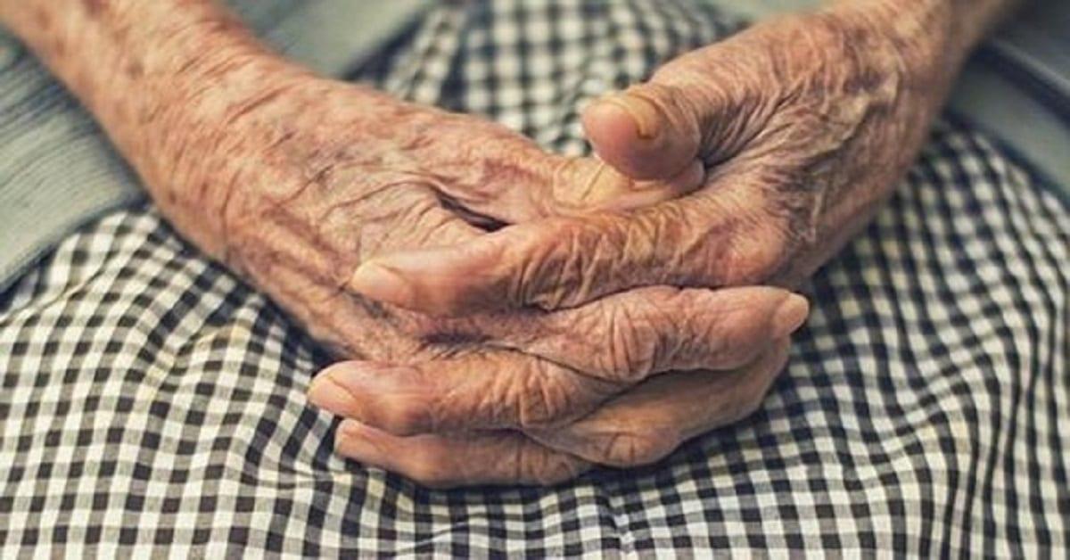 Photo of Donna di 84 anni cacciata da casa sua dalla figlia ed è per questo che dorme in ospedale