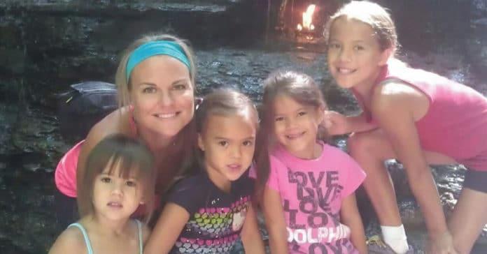 Photo of Adozione: Adotta le quattro figlie della sua amica che è molto malata
