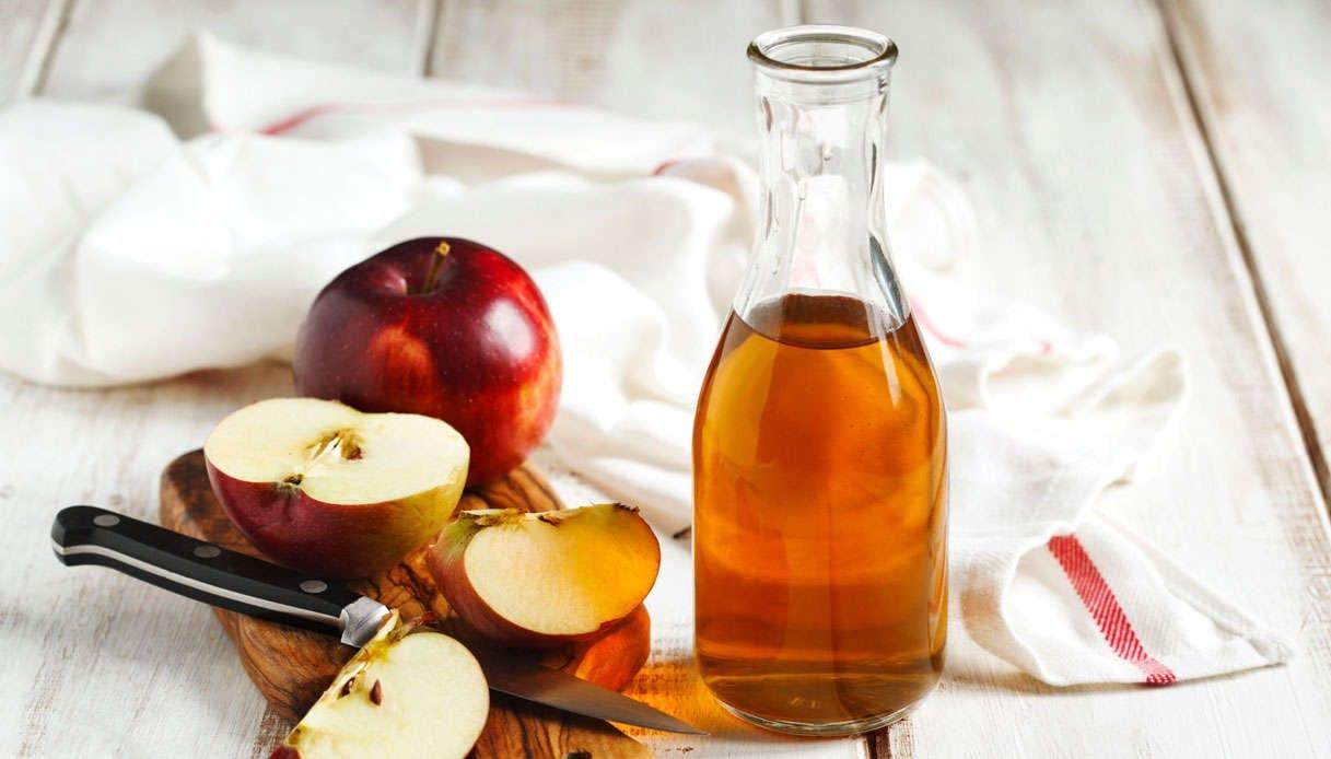 Aceto di mele: Come usare l'aceto di mele in modo che i tuoi capelli non cadano più